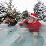 santa-in-hot-tub1